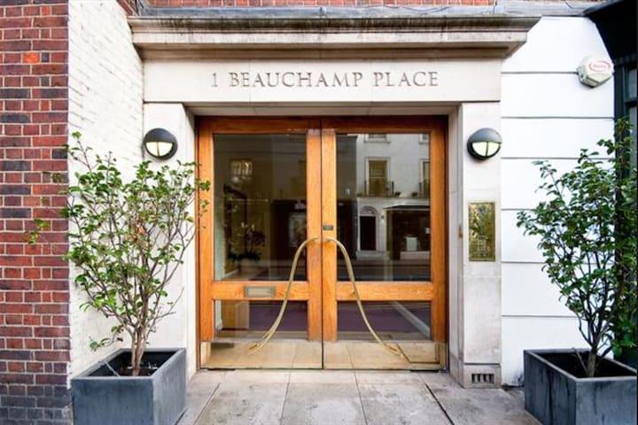 Modern 3 bed 2 bath Apartment In Knightsbridge