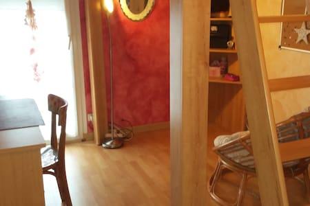 Chambre meublée au calme - House