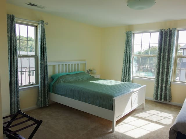 Convenient and private top floor Guest Suite