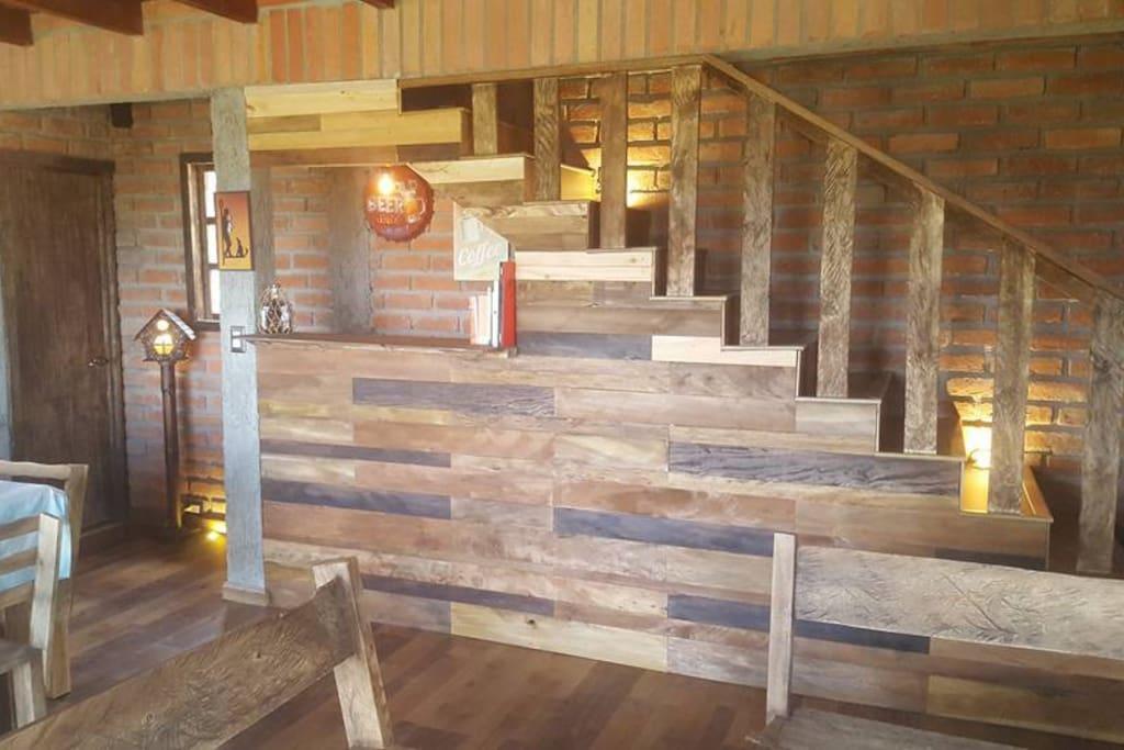 Bar / escaleras / entrada baño social