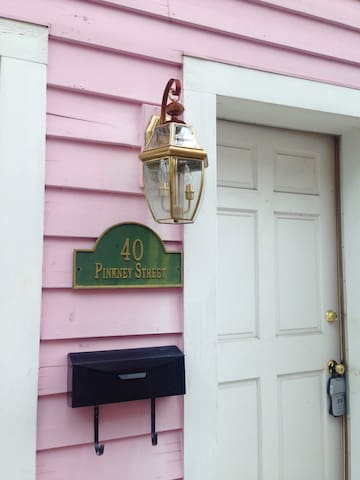 Pink House on Pinkney Street - Annapolis - Stadswoning