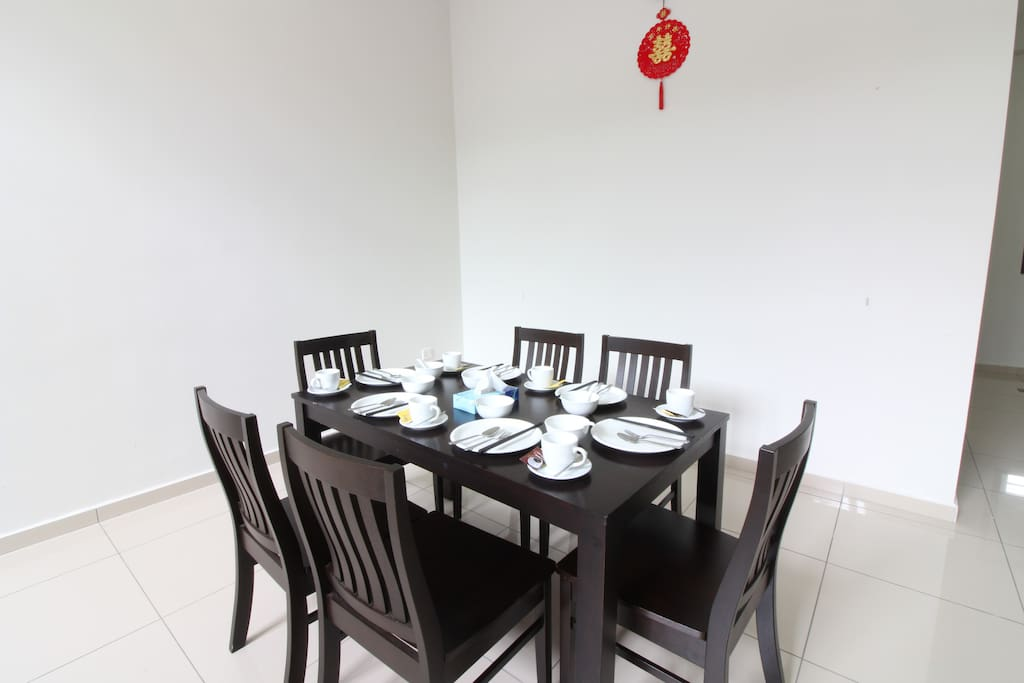 Dining Table with dining ware. Cooking is NOT allow.