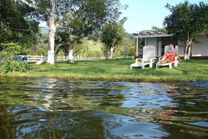 Poza Reyna Casa del Lago