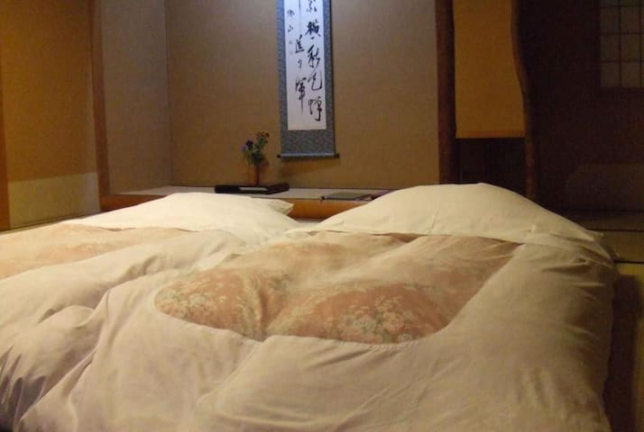 Traditional Japanese Ryokan Hotel in Hakone with Hot Springs, Breakfast and Dinner Included・露天風呂付客室