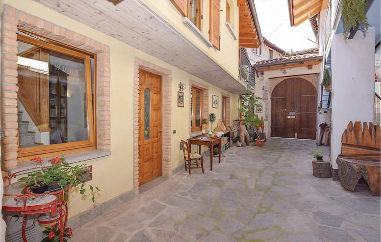Terraced house with 2 bedrooms on 75m² in Ballabio -LC-