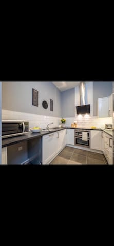 Deluxe 2 Bed, 2 Bath Nottingham Apt With Parking