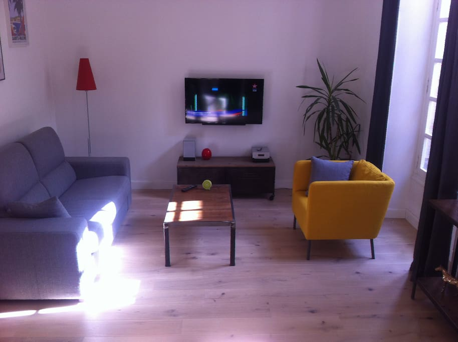 T2 centre quartier saint pierre apartments for rent in for Appartement bordeaux quartier saint pierre