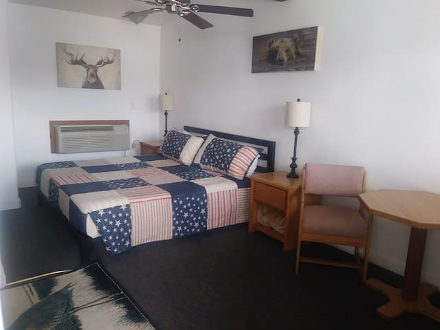 #108 Elkhorn Lodge 1 King Room