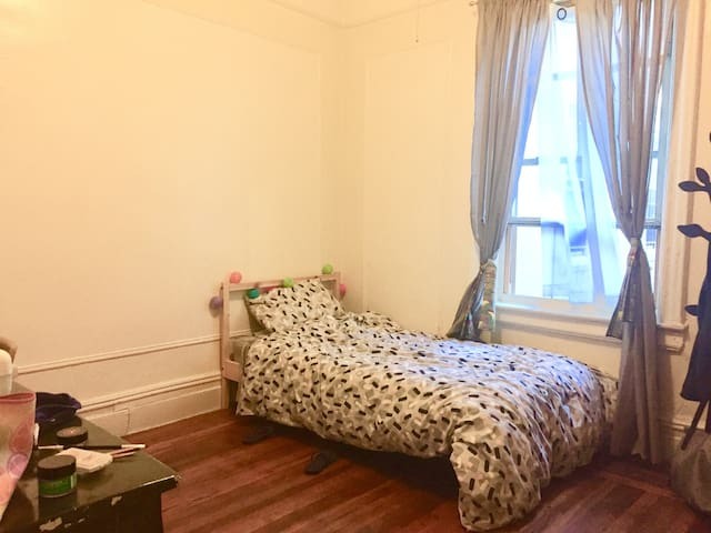 Private Clean, Spacious Room in West Harlem!
