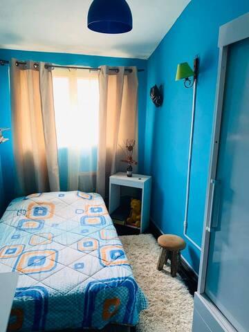 Dormitorio 2, cómoda cama de plaza y 1/2
