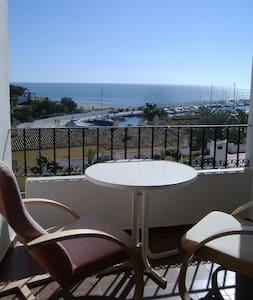 Acogedor apartamento en la mejor playa de Marbella - Marbella