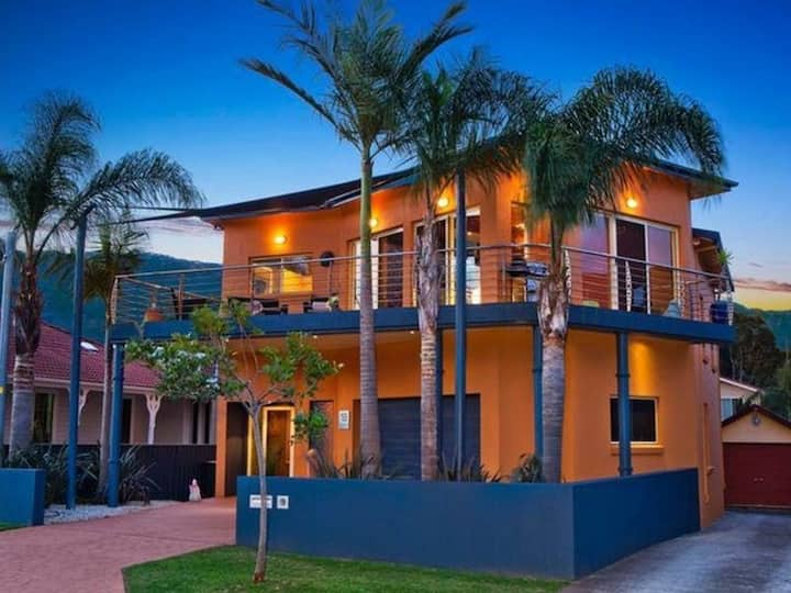 Large Beach-side Mansion in beautiful Thirroul