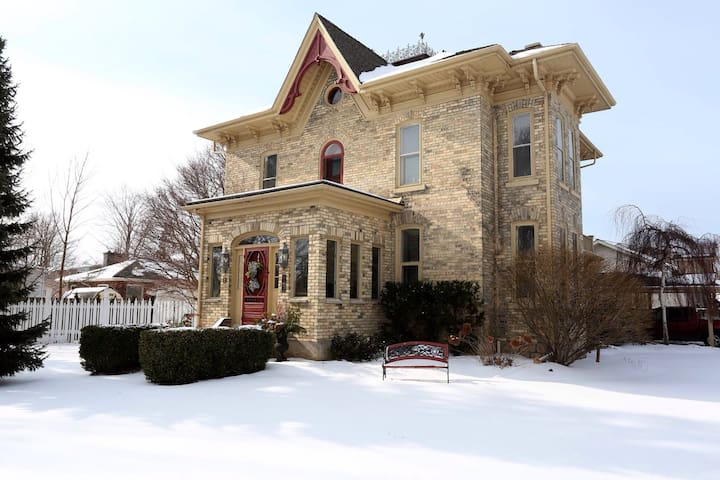 Charming Victorian - Goderich - Bed & Breakfast