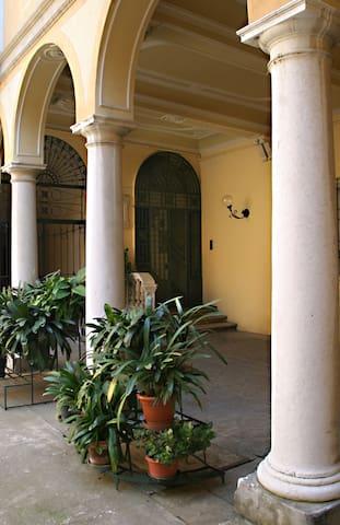 Al palazzo B&B Cremona, Italy - Cremona - Bed & Breakfast