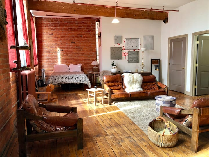 CRM│Amazing Detroit Loft│5 min to Downtown│Parking