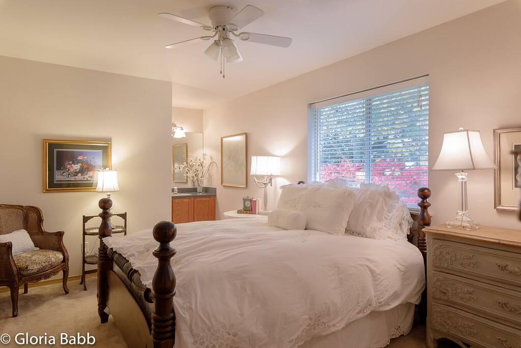 En-suite guest bedroom
