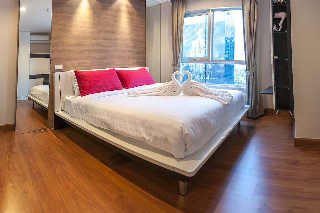 This room is city view This room is close by MRT