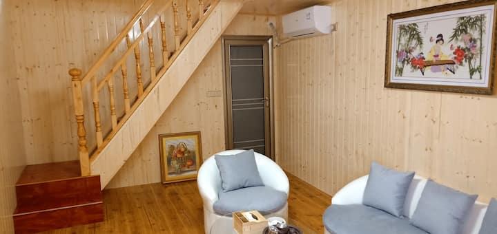 梵净山幻林小院2\独栋土家特色复式木楼\距景区东山门150米(步行五分钟)\休闲小庭院