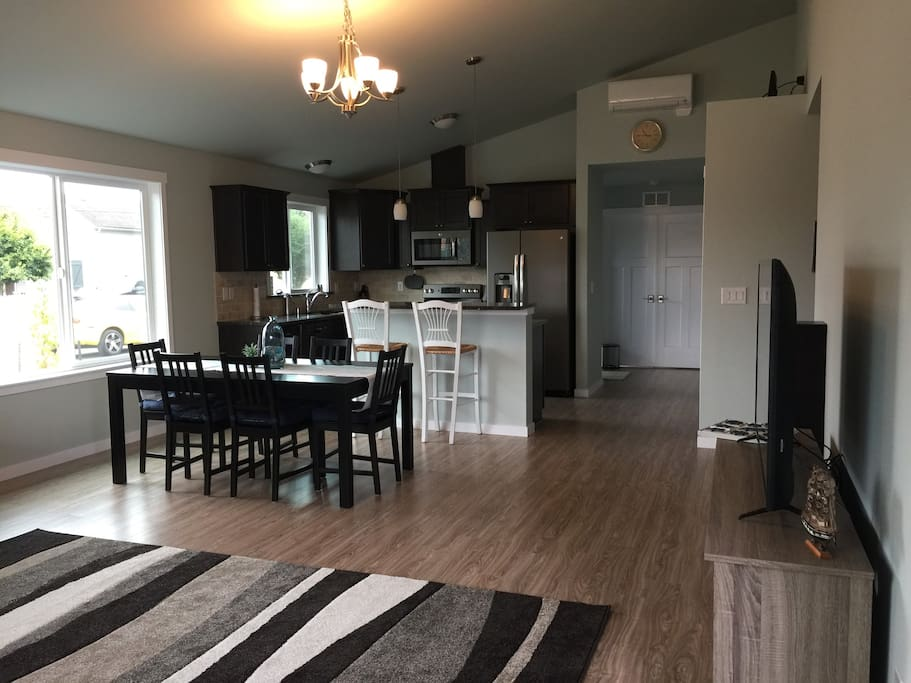 Open floor plan to kitchen and Master beyond