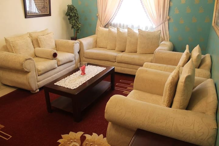 FamilyVacationSpot Spacious 3BR apt in<3 of Riyadh