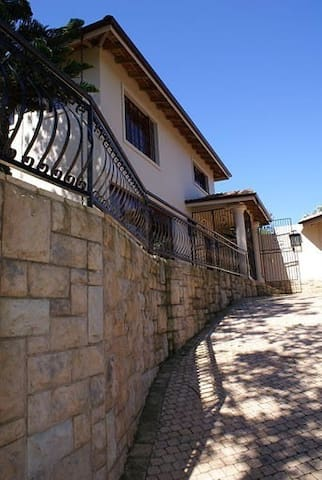 Ekhaya Guest House: (URL HIDDEN)