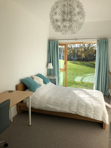 Spacious double room with a private bathroom