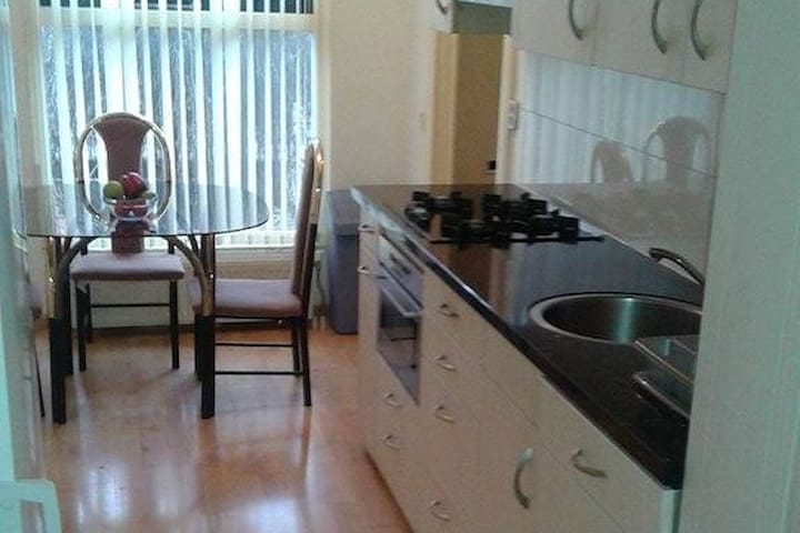 Chambre privée appartement idéalement situé - Almere - Apartemen
