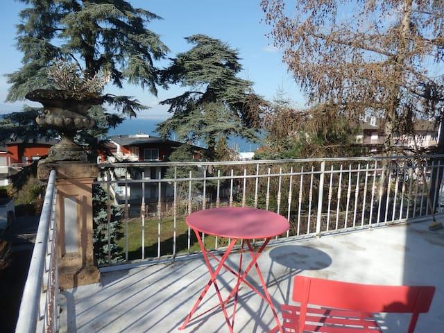 2 chambres terrasse privée vue Lac Léman et Suisse