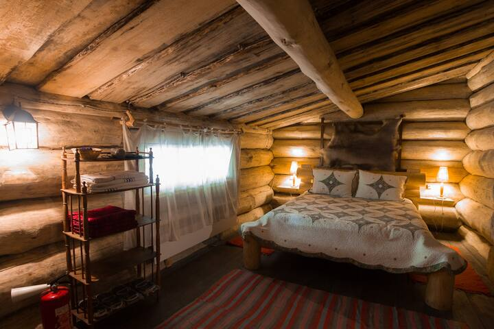 Спальня с кроватью king-size