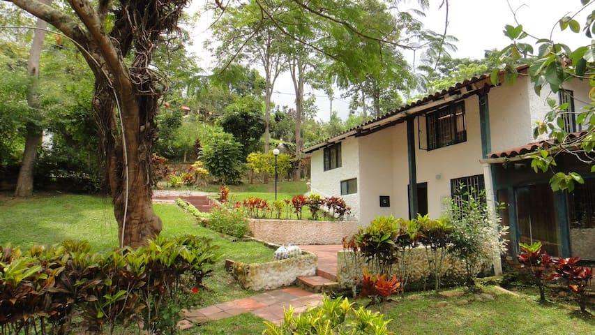 FINCA RECREO, CLUB EL BOSQUE, SILVANIA, C/MARCA