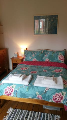 Lovely, comfortable double room. - York - Talo