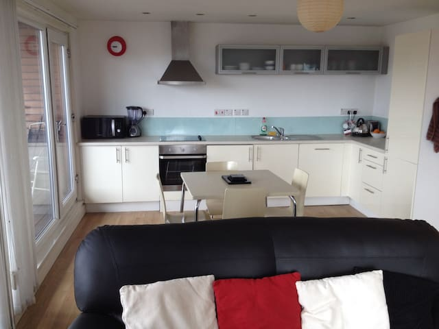 Large top floor modern 2 bed apartment and parking - Liverpool - Wohnung