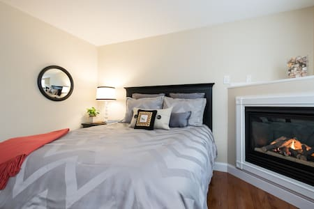 Beautiful Bed and Suite #2 - Newport - Condominium