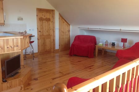 Lakeshore loft apartment - Moore Hall, near Ballinrobe