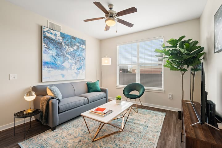 Kasa | Dallas | Upscale Family 2BD/2BA Downtown Apartment