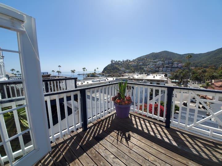 Ocean View Apartment | Dog-Friendly