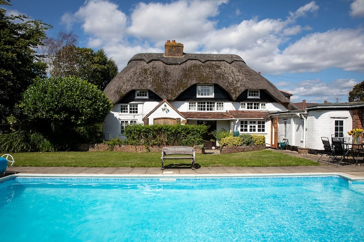 Station Road, Bosham · Thatched Cottage in Seaside Village