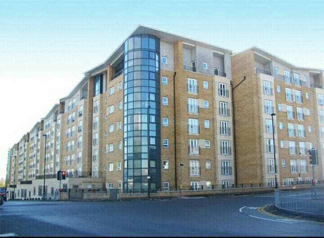 Comfortable Doublebedroom with Luxurious Breakfast - Salford - Apartment