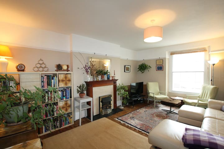 Delightful 2 bedroom flat in the heart of Clifton