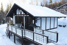 Chalet suisse en hiver