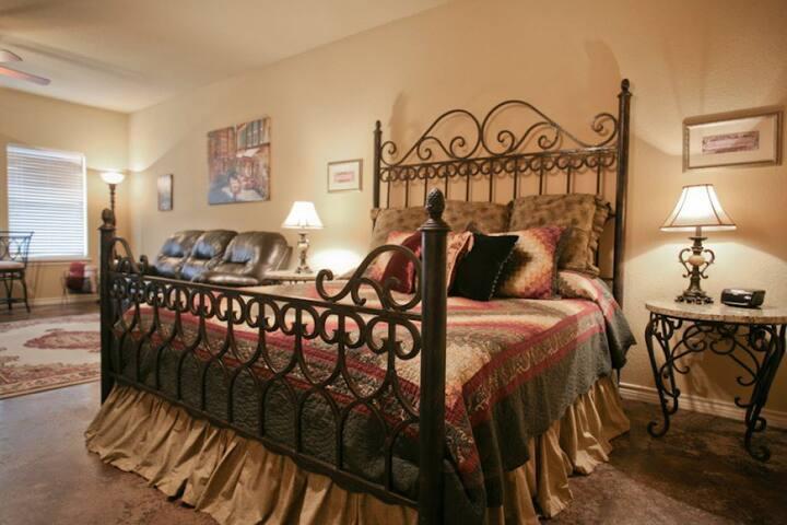 Franciscan Suite at Der Fels - Fredericksburg - Dormitorio para invitados