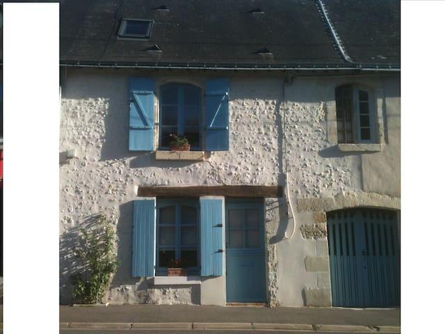 Maison de caractère , XVIIIème. Calme et confort - Beaumont-la-Ronce - Apartemen