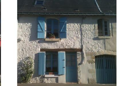 Maison de caractère , XVIIIème. Calme et confort - Beaumont-la-Ronce