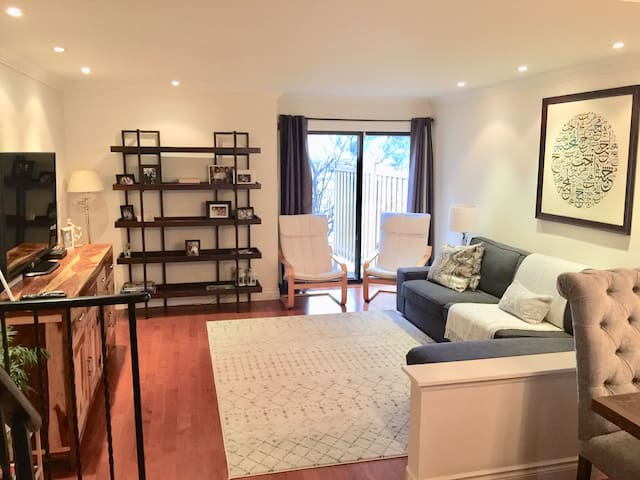 Beautiful Rooms in Townhome in Don Mills-Free Park