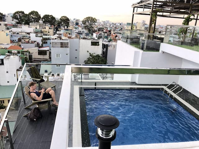 B&B Apt With Sky-Pool Rooftop 10 Mins Central SG