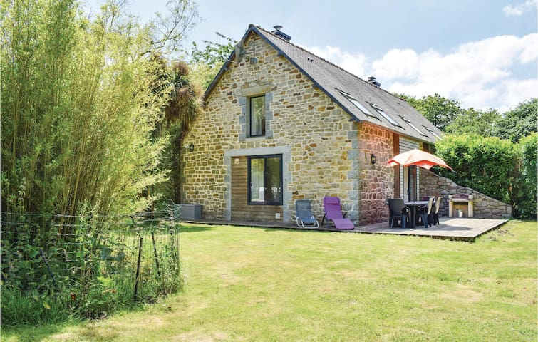 Semi-Detached with 2 bedrooms on 80 m² in St Laurent Begard