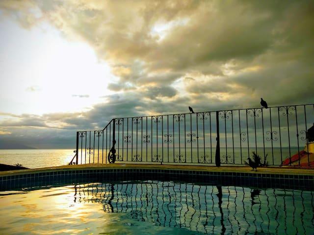 Hermoso departamento sobre el malecón con piscina