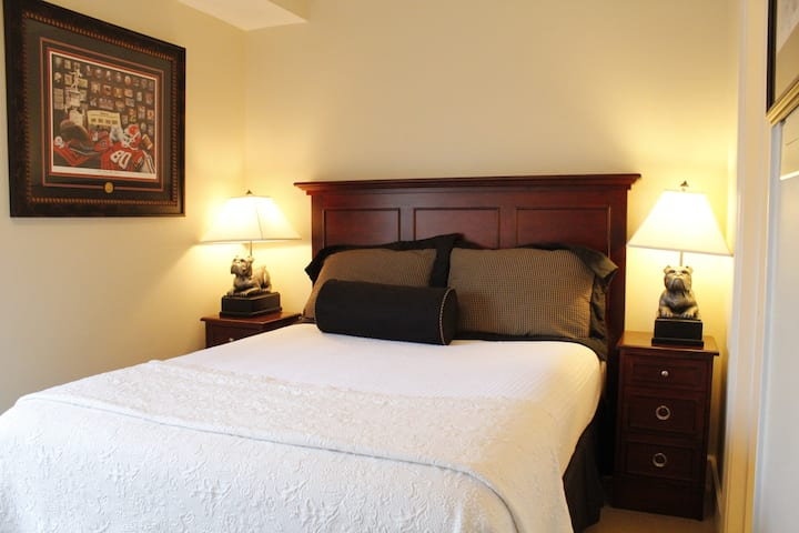 Perfect 1 Bedroom 3 Minutes From UGA!! (#523)