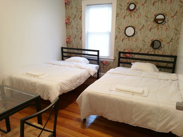 Quiet and Comfy Stay (#1,  two beds in 2nd floor) - Providence - Dom