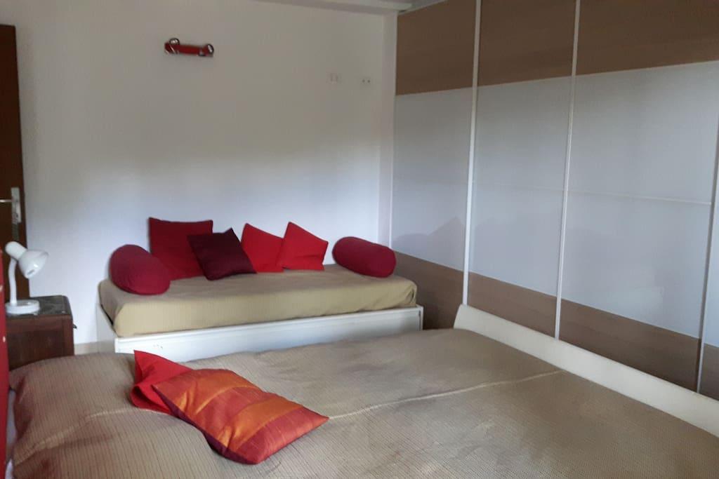 La versatilità del letto singolo che può essere usato come divano